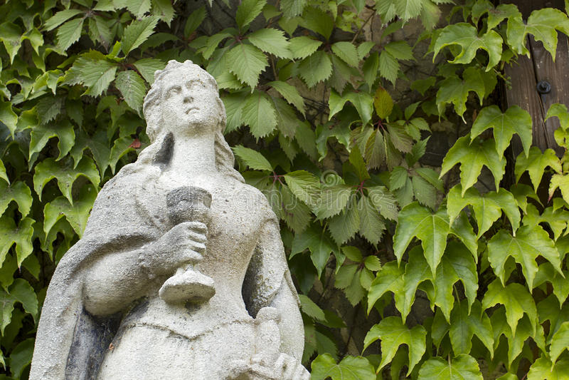 Каменная скульптура женщины стоковые изображения