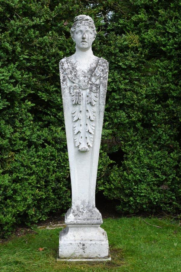 Каменная статуя, аббатство Mottisfont, Хемпшир, Англия стоковые фотографии rf