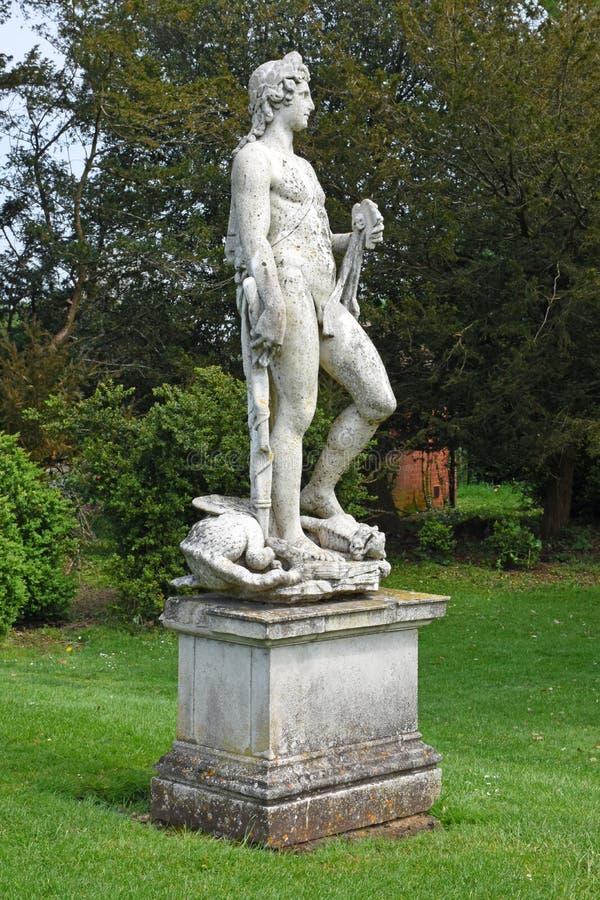 Каменная статуя, аббатство Mottisfont, Хемпшир, Англия стоковое фото rf
