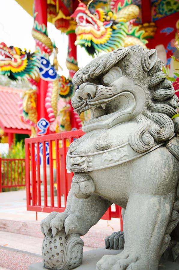 Download Каменная статуя льва попечителя Стоковое Изображение - изображение насчитывающей смотреть, бронхиальной: 40590455