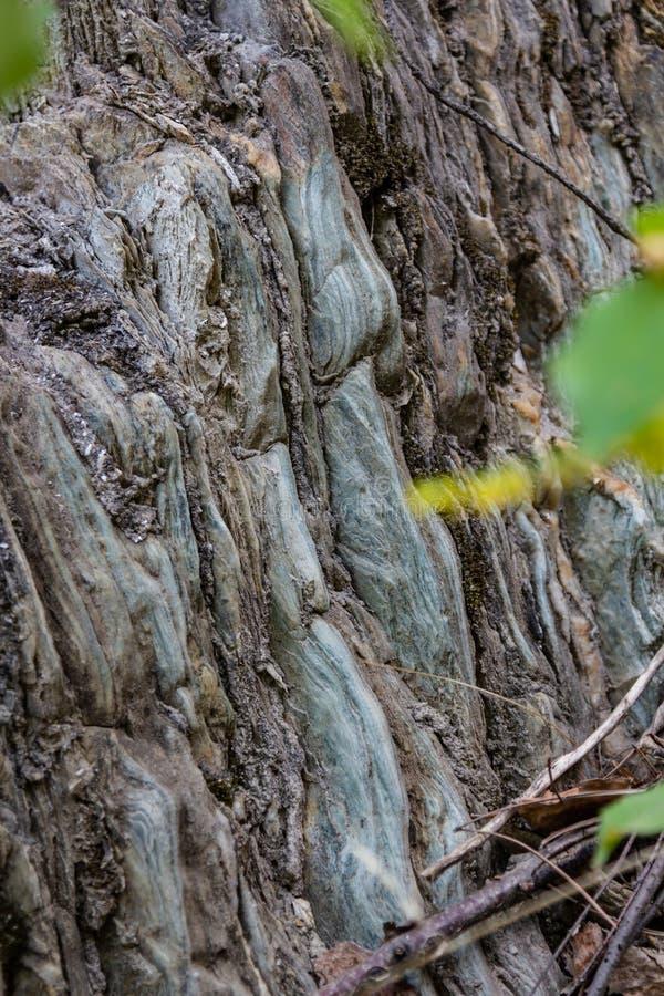 Каменная стена в вене в карьере старого объектива в области Свердловска стоковое фото