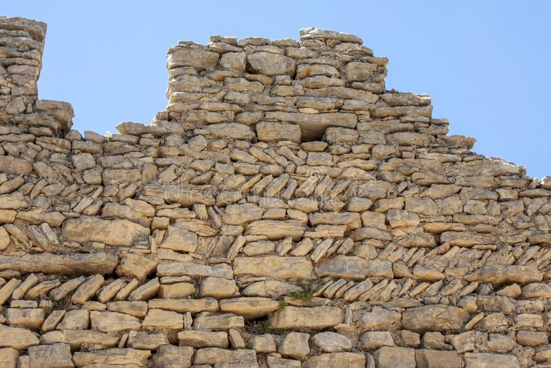Каменная стена в цитадели Mornas на юге Франции стоковое фото rf