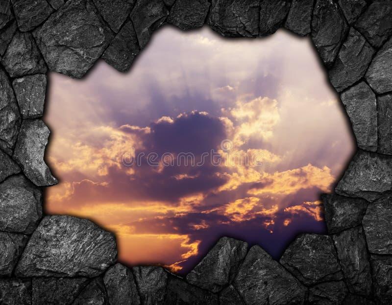 Каменная стена с небом отверстия для предпосылки стоковые фотографии rf