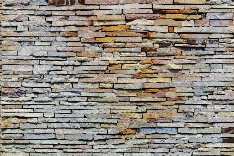 Каменная стена штабелирована стоковое изображение rf