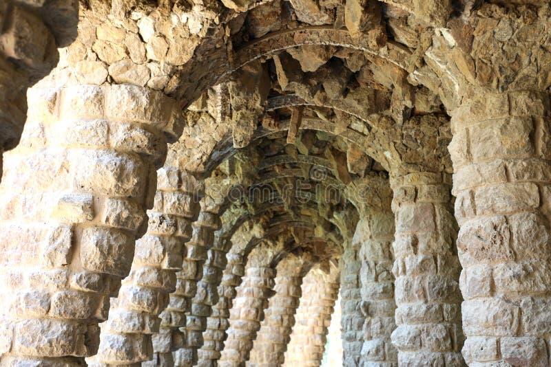 Каменная структура в парке Guell, Барселоне, Испании стоковые фото