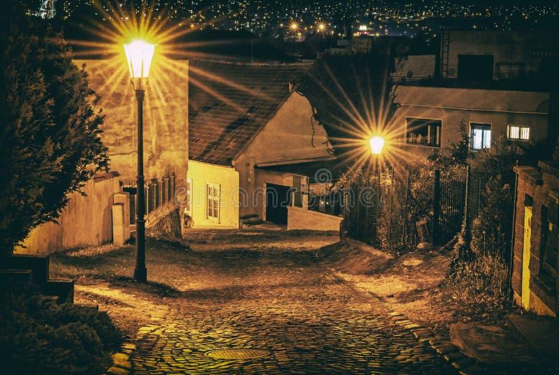 Каменная улица от замка Nitra, Словакии, сетноого-аналогов фильтра стоковое фото rf
