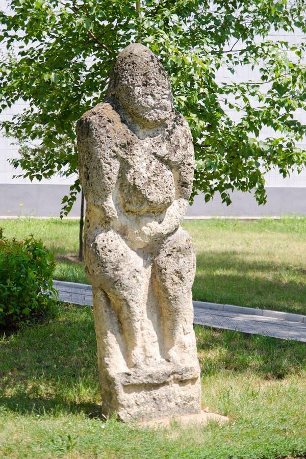 Каменная polovtsian скульптура в парк-музее Луганск, Украине стоковые изображения