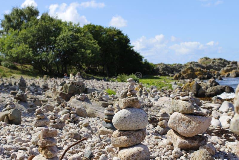 Каменное Балтийское море пляжа стоковая фотография rf