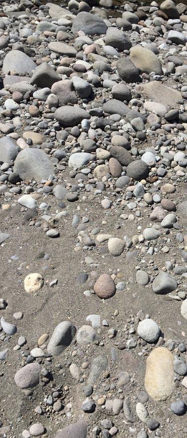 Download Каменное русло реки стоковое изображение. изображение насчитывающей серо - 81807307