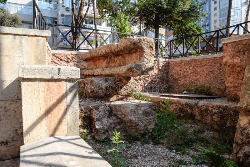 Каменные блоки около ворот  стоковое фото