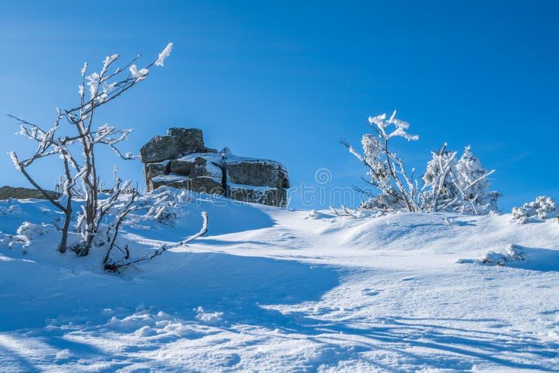 Каменные образования в Karkonosze в зиме стоковые изображения