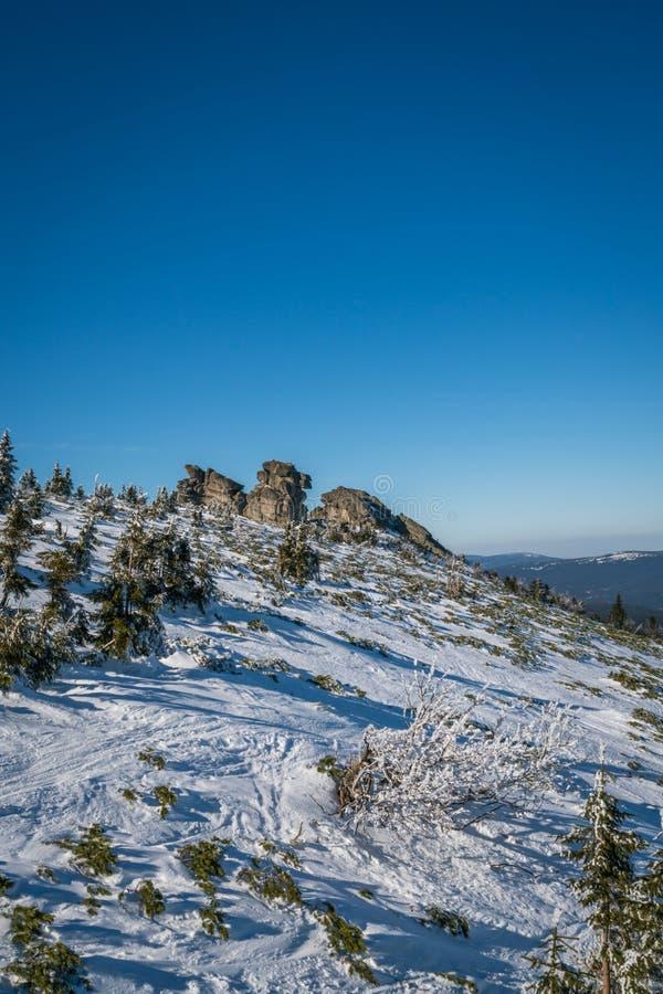 Каменные образования в Karkonosze в зиме стоковые фотографии rf
