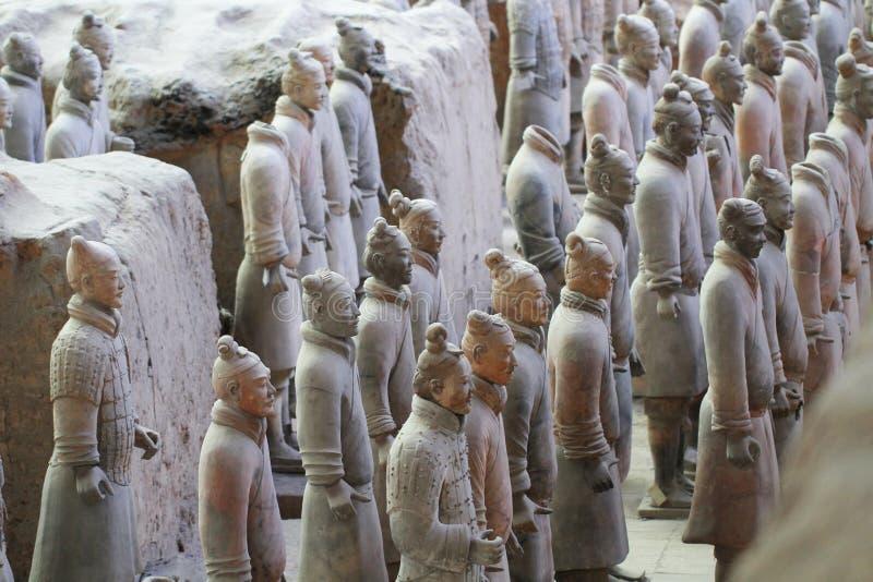Каменные солдаты армии с статуей лошади, армией терракоты в Xian, Китае стоковые изображения rf