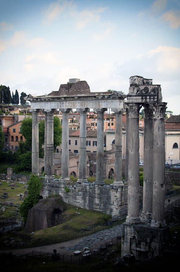 Каменные столбцы в имперских форумах императора Augustus стоковые фото