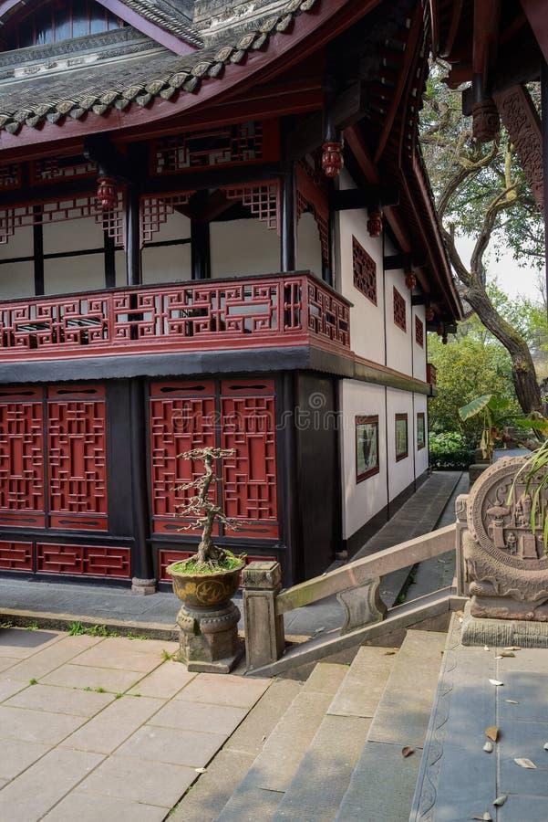 Каменные шаги перед старинным зданием, Чэнду стоковое фото rf