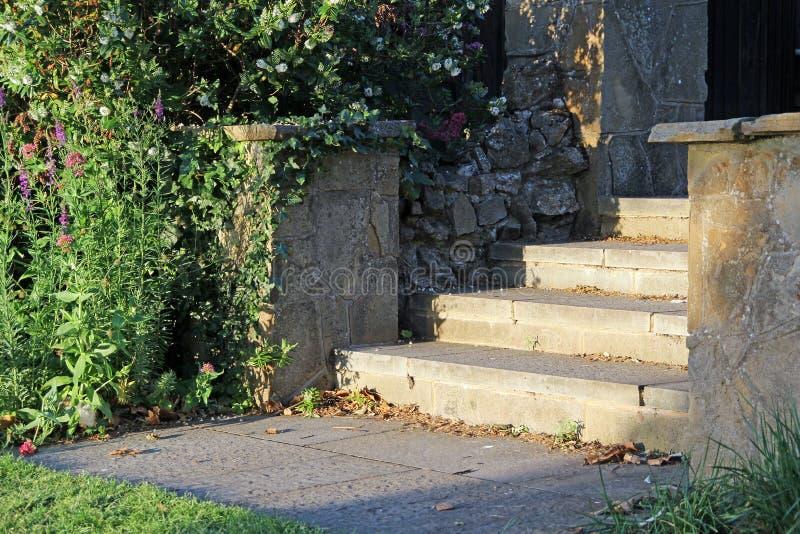 Каменные шаги сада стоковое фото