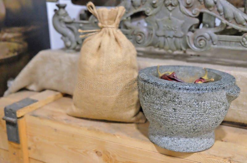 каменный миномет и мешок для специй стоковые изображения