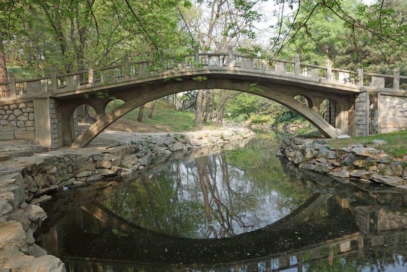 Каменный мост в летнем дворце стоковая фотография