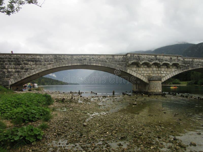 Каменный мост в Bohinj стоковое изображение rf