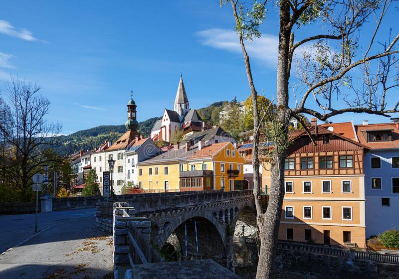 Каменный мост над рекой Mur Murau, Штирия, Австрия стоковые фотографии rf