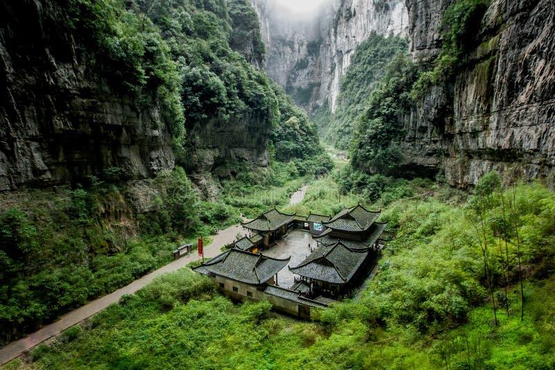 Каменный мост на Wulong, Чунцине, Китае стоковые фотографии rf