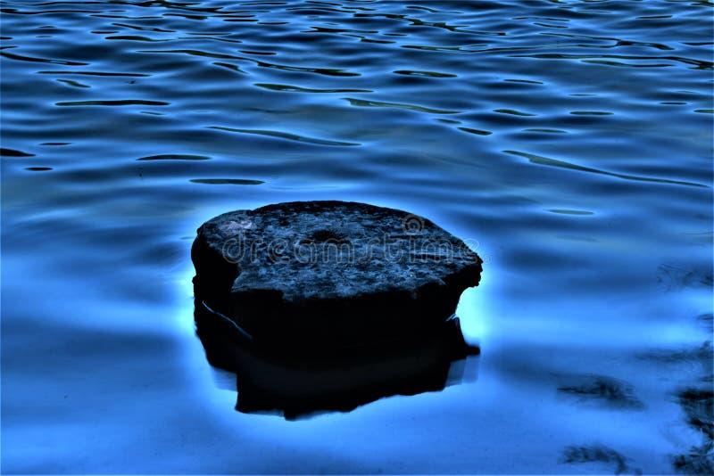 Каменный плавать на воду стоковое изображение