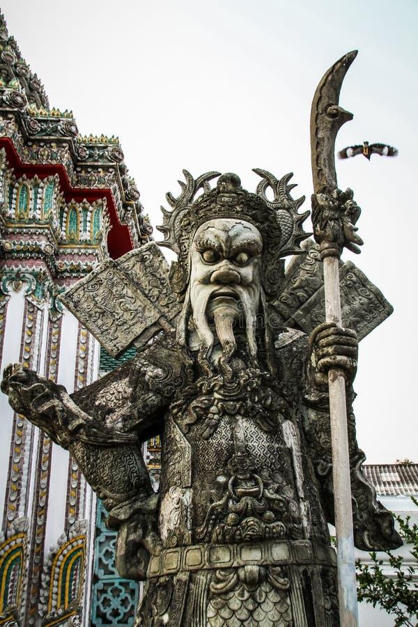 Каменный ратник на Wat Pho, районе Phra Nakhon, Бангкоке, Таиланде стоковая фотография rf