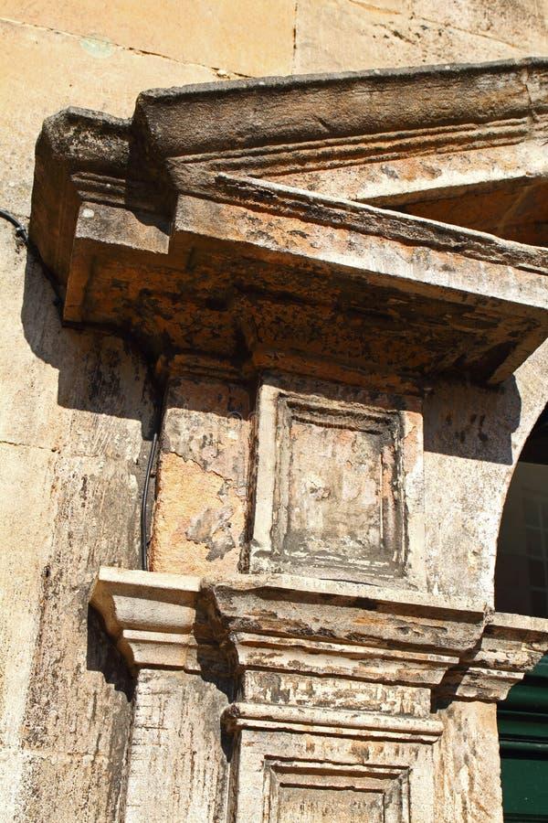 Каменный surround к входу стоковая фотография rf