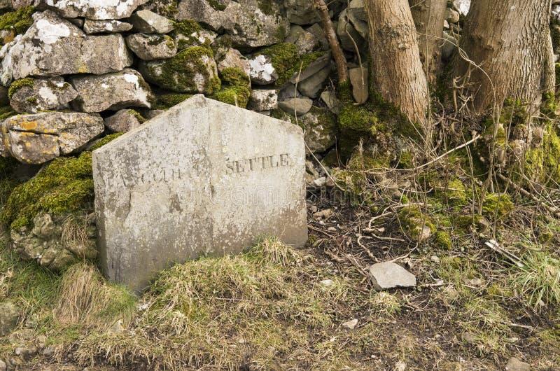 Камень границы Langcliffe скамьи стоковое фото rf