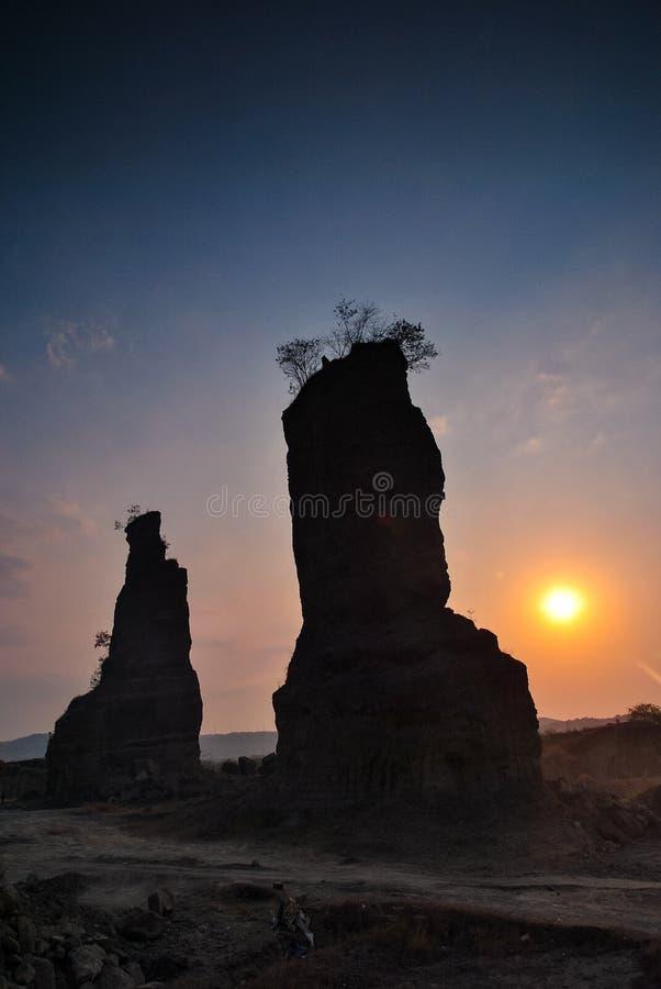 Камень и солнце стоковые изображения rf