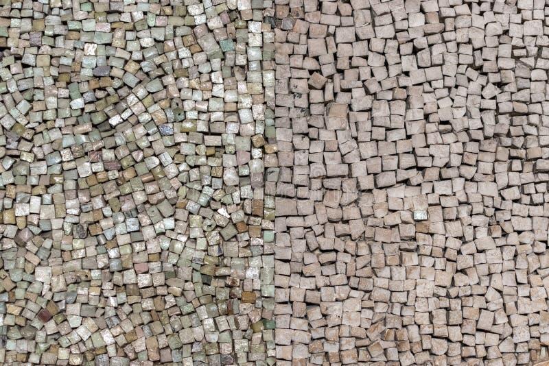 Камень кроет мозаику черепицей на стене стоковая фотография
