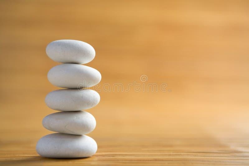 камень куч символизирует Дзэн стоковая фотография rf