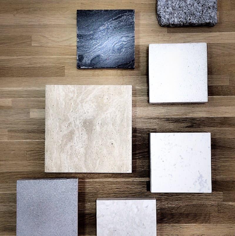 Камень на деревянной предпосылке стоковые фотографии rf