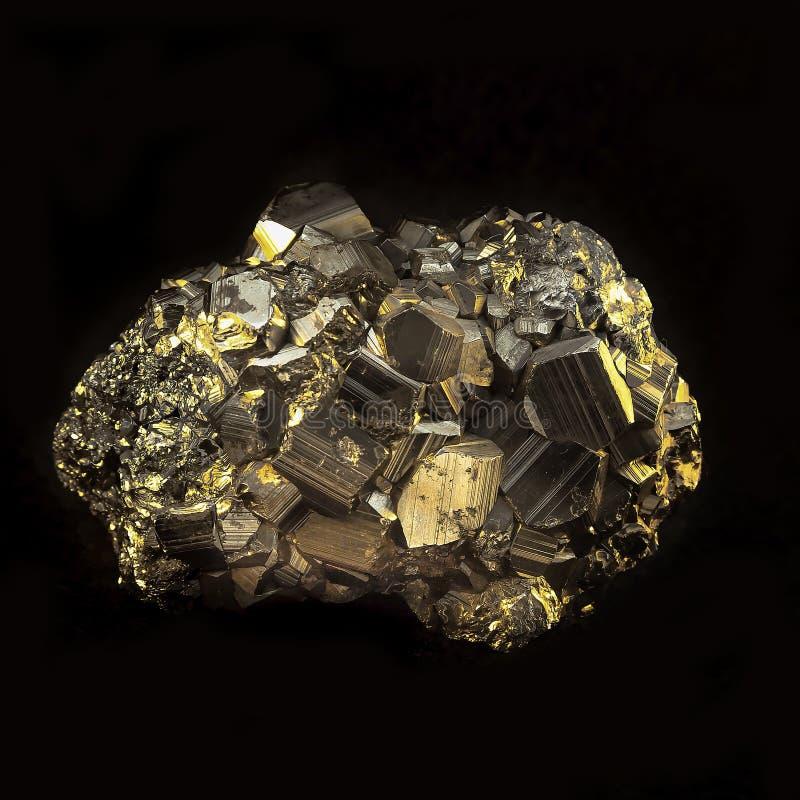 Камень пирита золотой минеральный стоковое фото