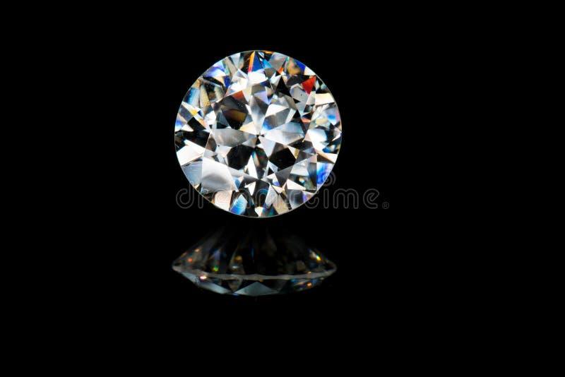 Камень самоцвета диаманта красивого гениального brillance отрезка красочного сверкная стоковые фото