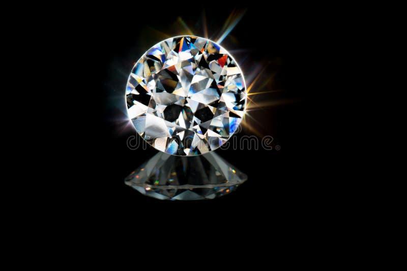 Камень самоцвета диаманта красивого гениального brillance отрезка красочного сверкная стоковое изображение