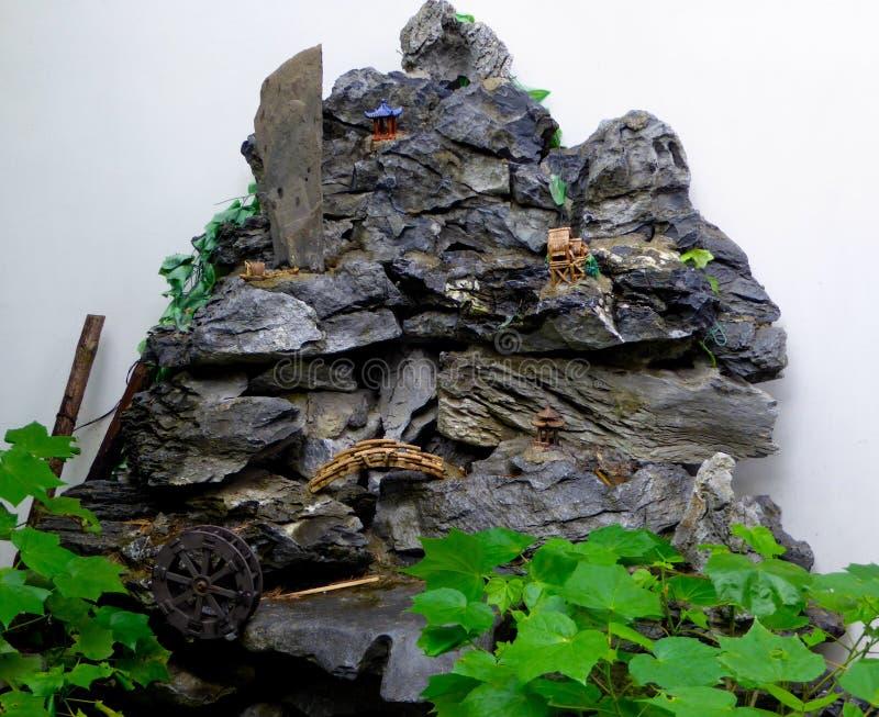 Камень сада Rockery стоковые изображения