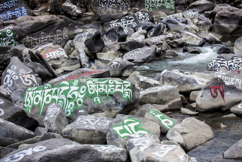 Камень mani тибетца (камень Marnyi) стоковые фотографии rf