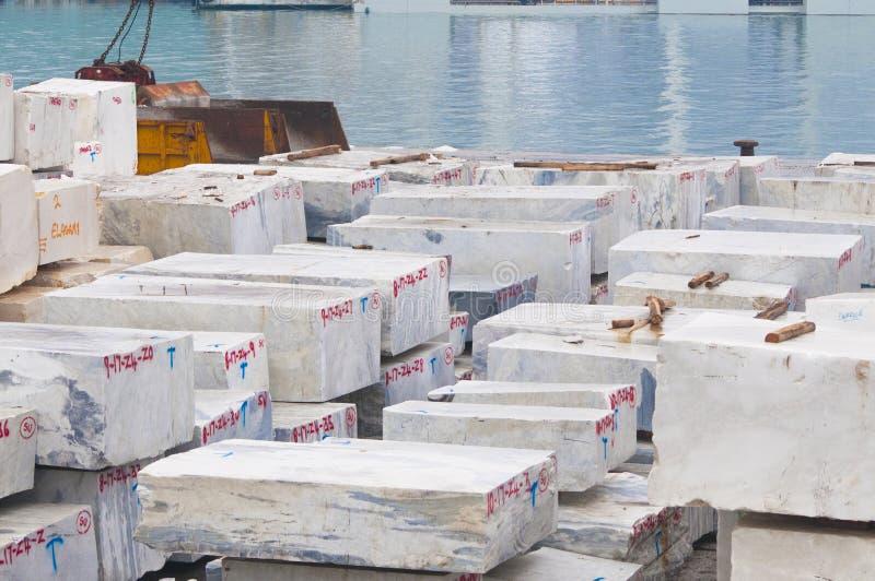 Камень Marbe запасенный в гавани стоковая фотография rf