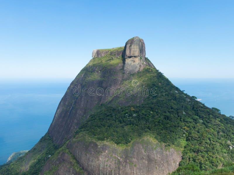 Камень Pedra da Gavea, Рио-де-Жанейро, Бразилия стоковая фотография rf
