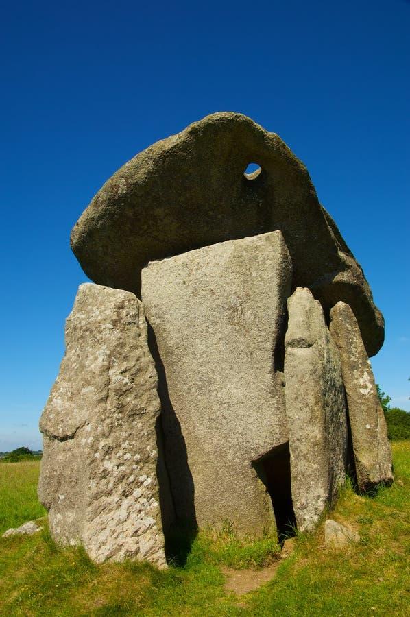 Download камера захоронения неолитическая Стоковое Изображение - изображение насчитывающей небо, роса: 41660167