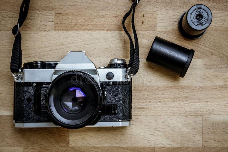 Камера на деревянном стоковые фотографии rf