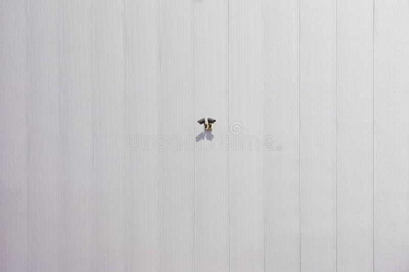 Камера слежения CCTV на стене склада фабрики в офисе для системы предохранителя фабрики контроля наблюдения стоковое фото