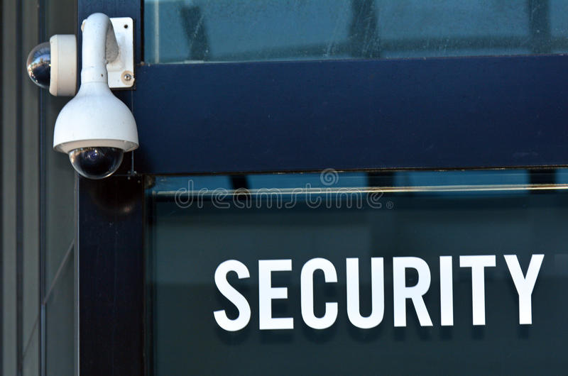 Камера слежения и знак стоковые фото
