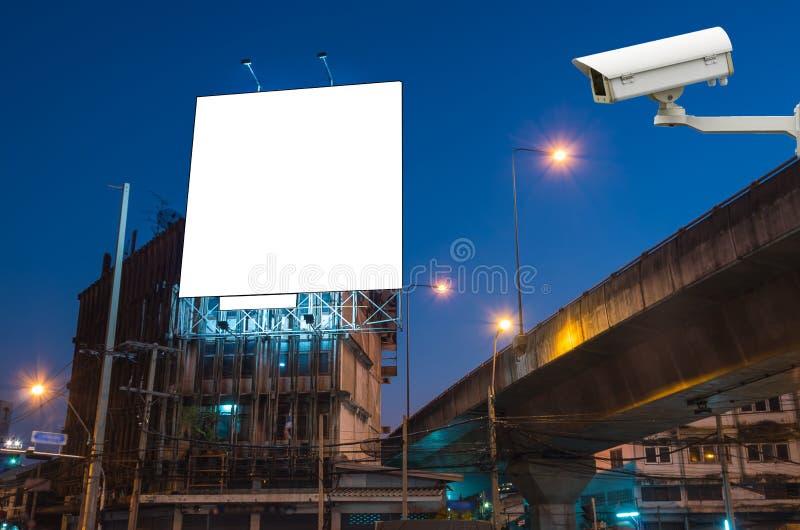 Камера слежения CCTV на мониторе пустая афиша для advertis стоковое изображение
