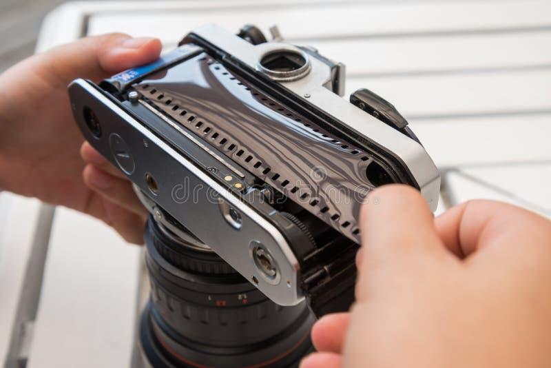 камера фильма загрузки стоковая фотография