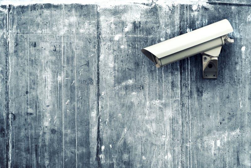 Камера CCTV. Камера слежения на стене. стоковые фото