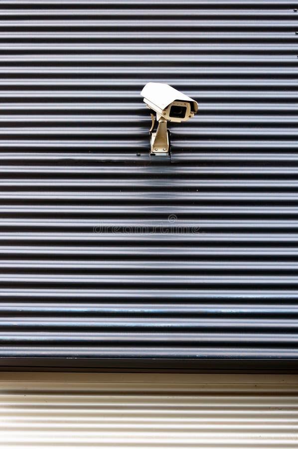 Камера cctv обеспеченностью на стене коммерчески строения стоковое фото