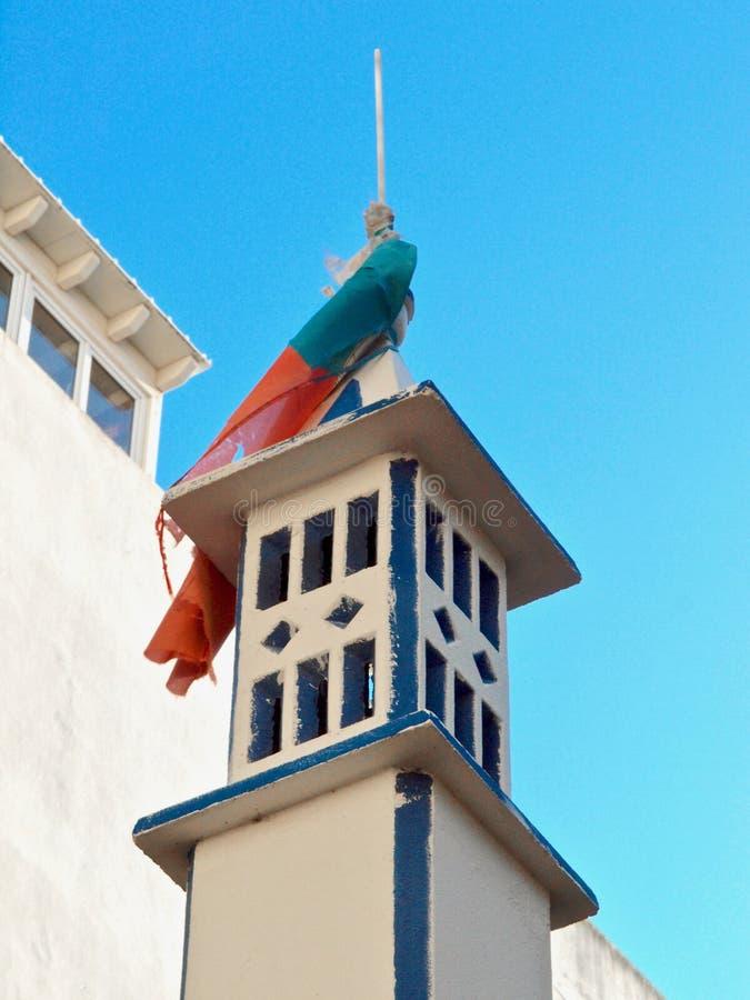 Камин в Португалии на крыше дома стоковые фотографии rf