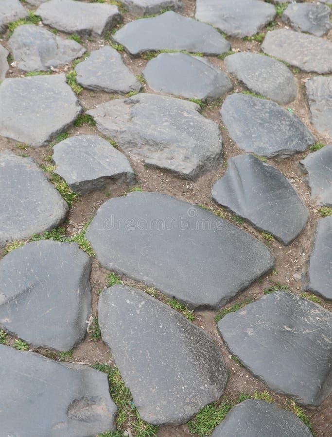 Камни античной римской дороги стоковые изображения
